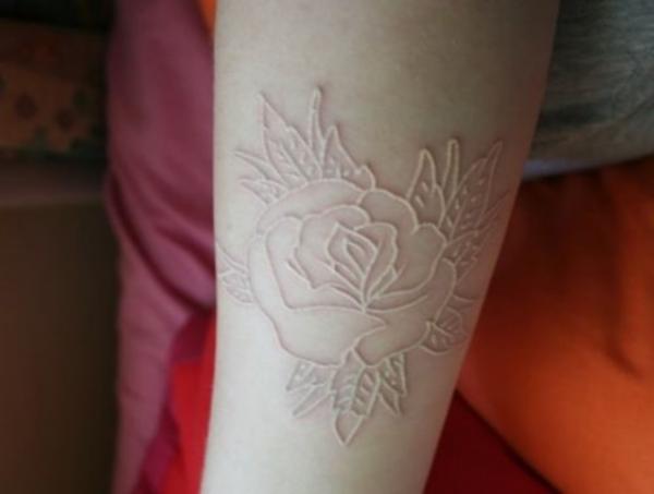 Qué son los tatuajes por escarificación - Cómo cuidar una escarificación recién hecha