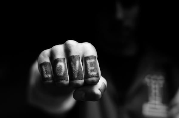 Significado de los tatuajes en los dedos - Ventajas y desventajas de los tatuajes en los dedos
