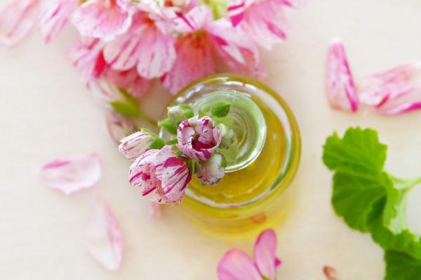 Aceites esenciales antiarrugas - Sérum antiedad con aceite esencial de geranio