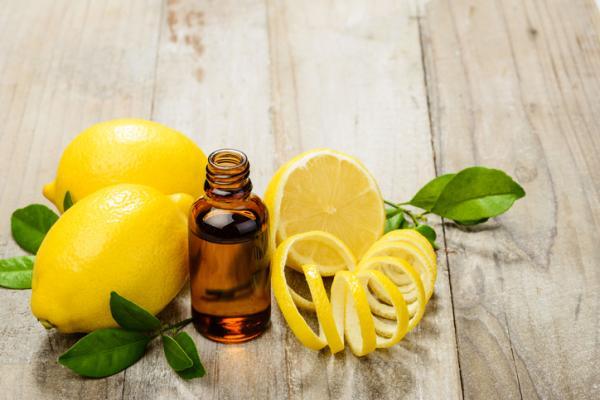 Aceites esenciales para el cabello graso - Cómo usar aceite esencial de limón para el cabello graso