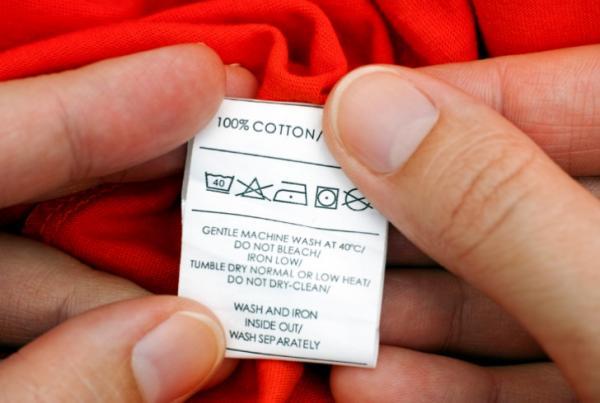 Cómo lavar la ropa negra para que no pierda color - Cómo lavar la ropa oscura la primera vez