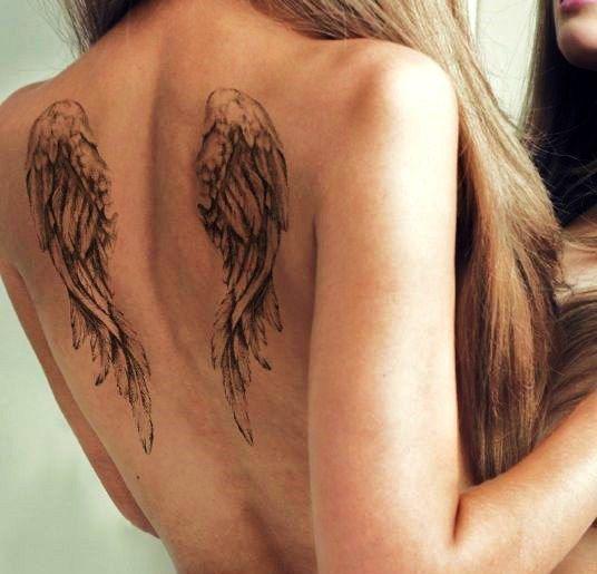 Significado de los tatuajes de alas - Tatuaje de alas en la espalda