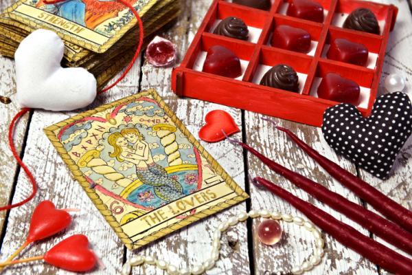 Cómo tirar las cartas del tarot para el amor - Qué es el tarot del amor certero