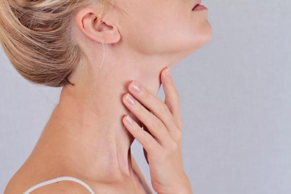 Por qué salen granos en el cuello - Granos en el cuello por dermatitis de contacto