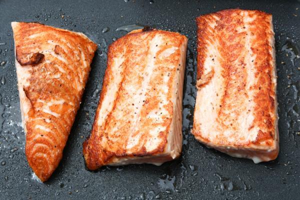 Recetas de pescado a la plancha - Cómo hacer salmón a la plancha sin que se pegue