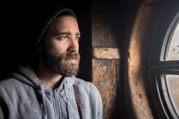 Cómo sacar un pelo encarnado de la barba - El pelo encarnado de la barba asoma: ¿lo quito?