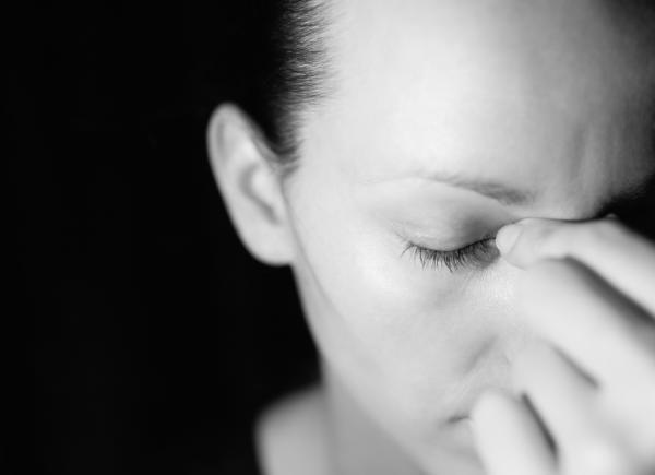 Por qué las lentillas me dan dolor de cabeza - Lentillas y migrañas: mala graduación de tus lentes de contacto