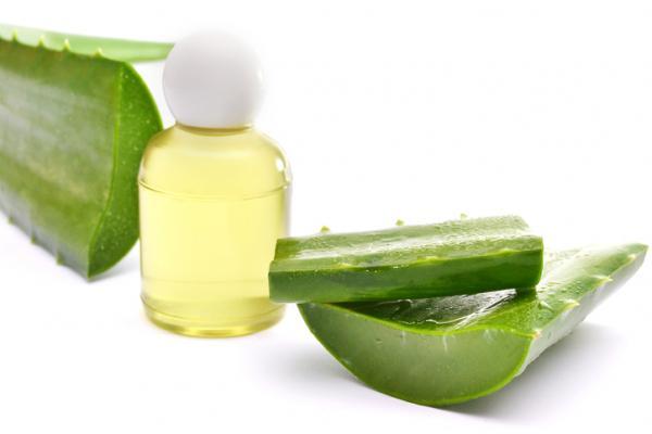 Cómo usar el aceite de almendras para las estrías - Aloe vera y aceite de almendras para las estrías