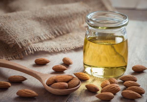 Cómo usar el aceite de almendras para las estrías - Propiedades del aceite de almendras para las estrías