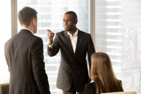 Por qué mi jefe me ignora y qué hago - Por qué mi jefe me ignora: razones principales