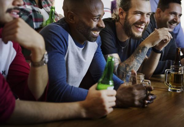 Los mejores 8 juegos para beber con amigos - Juegos para beber online
