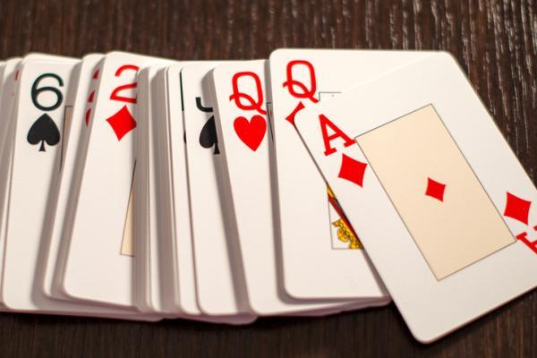 Juegos para beber con cartas - Juegos de cartas para beber: el círculo o el anillo