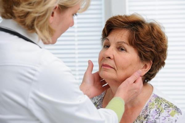 Por qué tengo un bulto en el cuello - Por qué se inflaman los ganglios del cuello