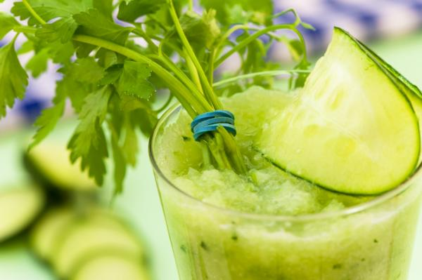 10 jugos para desintoxicar el cuerpo - Jugo de hierbas