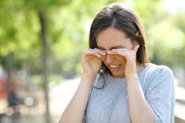 Perrillas en los ojos: por qué salen y cómo quitarlas - Por qué salen las perrillas en los ojos