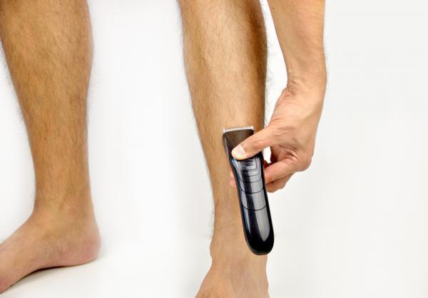 Cómo depilar las piernas de hombre - Métodos que no arrancan el pelo de raíz