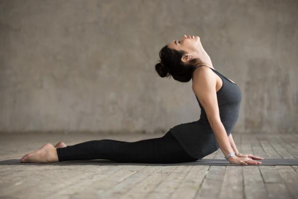 14 ejercicios de flexibilidad - Estiramiento de espalda en arco