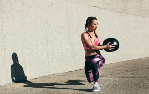 14 ejercicios de flexibilidad - Zancada con rotación