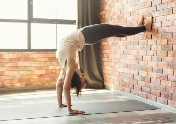 14 ejercicios de flexibilidad - Wall climb