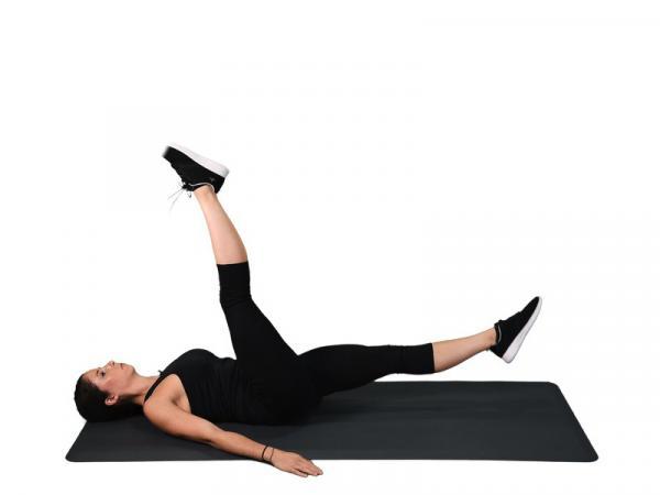10 ejercicios para glúteos y abdomen - Ejercicio de las tijeras