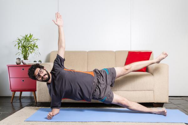 10 ejercicios para glúteos y abdomen - Crunch oblicuo