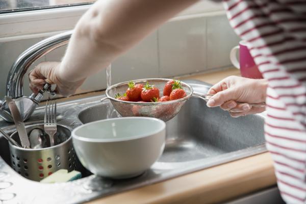 Cómo desinfectar las fresas - Cómo lavar las fresas con agua