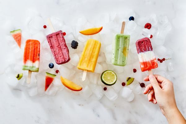 Cómo hacer paletas de hielo - Receta de helado casero con zumo de fruta