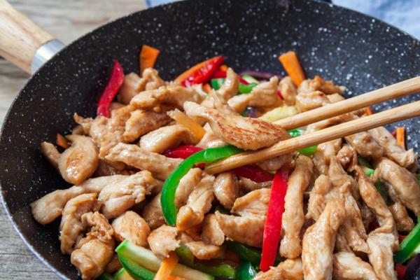 Cómo sazonar el pollo: 6 maneras - Cómo condimentar el pollo con ajo para realizar un salteado en la sartén