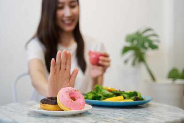 Cómo bajar de peso naturalmente - Cómo hacer dietas para perder peso y volumen rápido