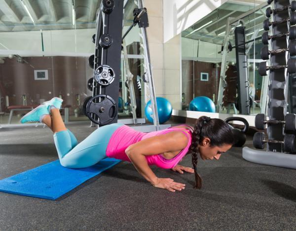 Cómo bajar de peso naturalmente - Flexiones para el pecho y los brazos