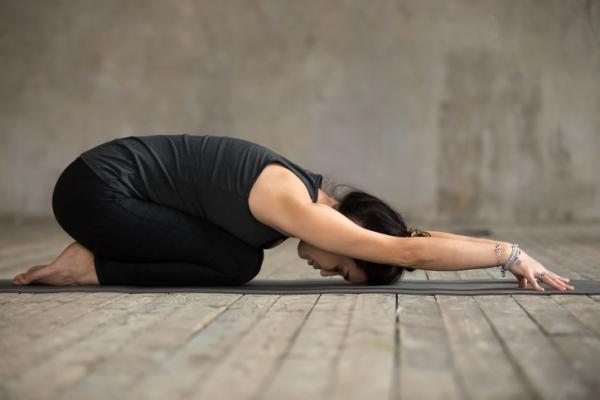 10 ejercicios para el dolor de cintura - Ejercicios para el dolor de cintura: Balasana