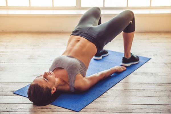 10 ejercicios para el dolor de cintura - Ejercicios para fortalecer lumbares: el puente