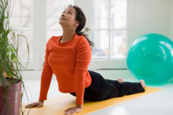 10 ejercicios para el dolor de cintura - Ejercicios para el dolor de cintura: la cobra