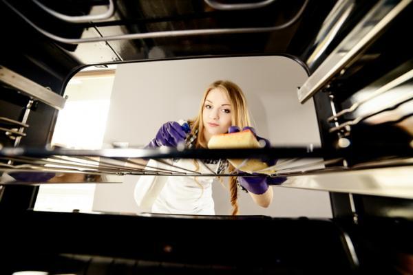 Cómo limpiar con bicarbonato y vinagre - Limpiar el horno con bicarbonato y vinagre