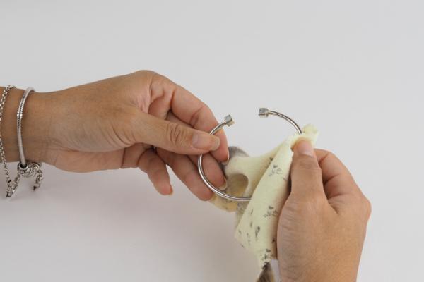 Cómo limpiar joyas de plata - Cómo limpiar joyas de plata con detergente