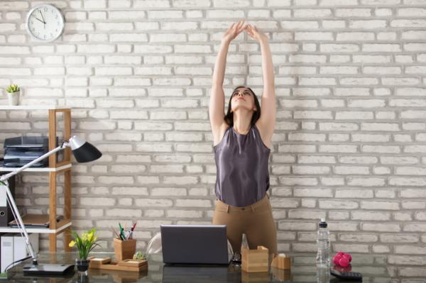 10 Ejercicios para estirar la espalda - Ejercicios para estirar la espalda alta