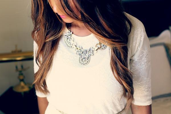 Qué collar usar según el escote del vestido - Collares para cuello camisa