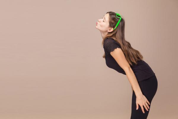 8 ejercicios para eliminar la papada - Quitar la papada besando el techo