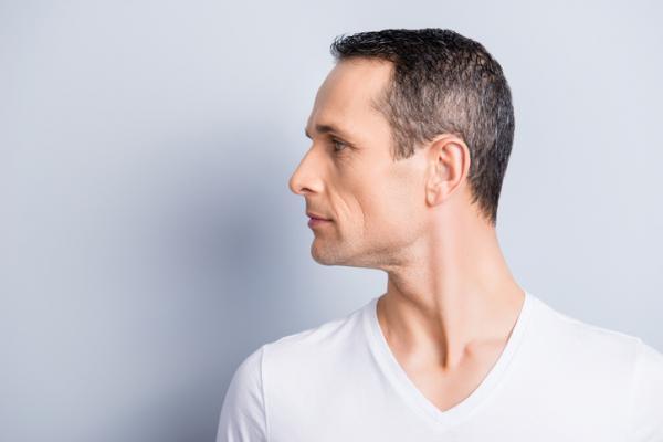 8 ejercicios para eliminar la papada - Eliminar la papada con rotación de cabeza