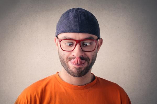 8 ejercicios para eliminar la papada - Quita la papada sacando la lengua