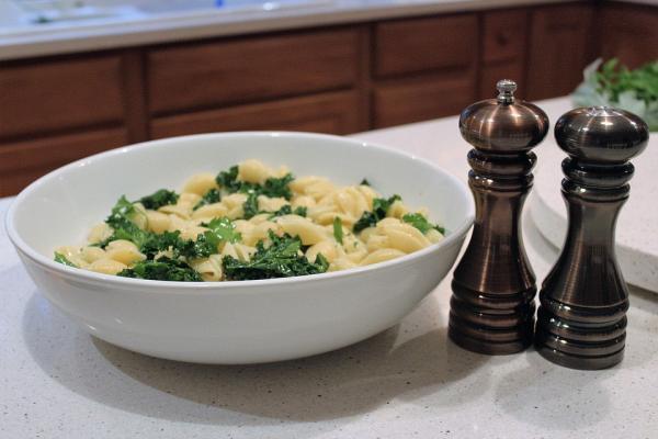 Las mejores recetas con col rizada - Kale salteado con ajo: delicioso y sanísimo