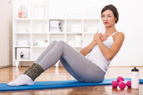 10 Ejercicios para tonificar el abdomen - Ejercicio de abdominales para mujeres y hombres