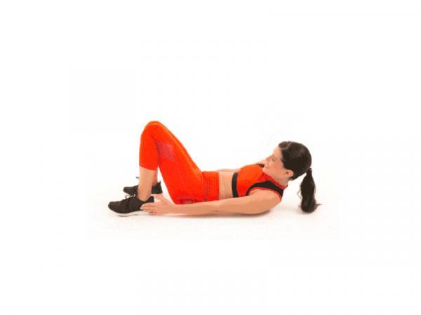 10 Ejercicios para tonificar el abdomen - Ejercicios de abdominales oblicuos: toque de talón