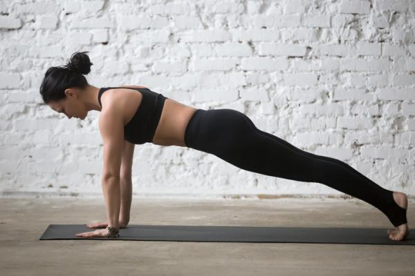 10 Ejercicios para tonificar el abdomen - Tonificar abdomen con las planchas dinámicas