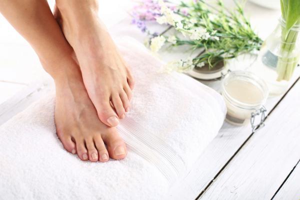 Agua con sal para los pies: beneficios y cómo prepararla - Para qué sirve el agua con sal para los pies - beneficios