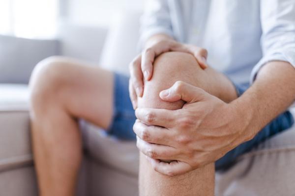 7 ejercicios para el dolor de rodilla - Por qué me duele la rodilla: causas