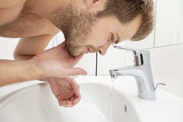 Cómo aplicar el aceite de ricino para hacer crecer la barba - Cómo aplicar el aceite de ricino en la barba