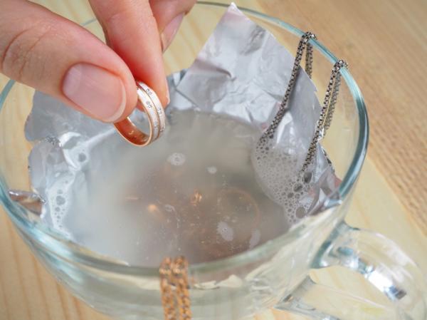 Cómo limpiar joyas de plata - Cómo limpiar joyas de plata con sal y papel de aluminio