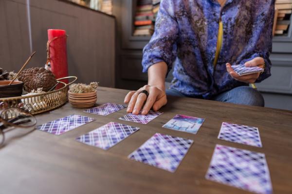 Cómo encontrar un tarot con fechas exactas, fiable y económico - Qué es el tarot con fechas exactas