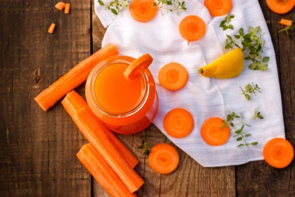 Los mejores jugos para la piel seca - muy hidratantes y nutritivos - Jugo nutritivo de zanahoria, remolacha y naranja para pieles secas